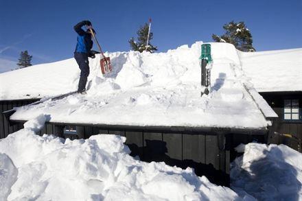 śnieg na dachu
