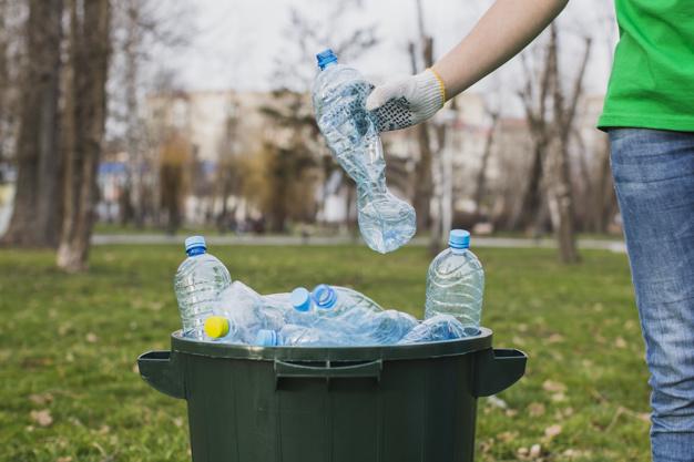 śmieci, butelki plastikowe, recyckling